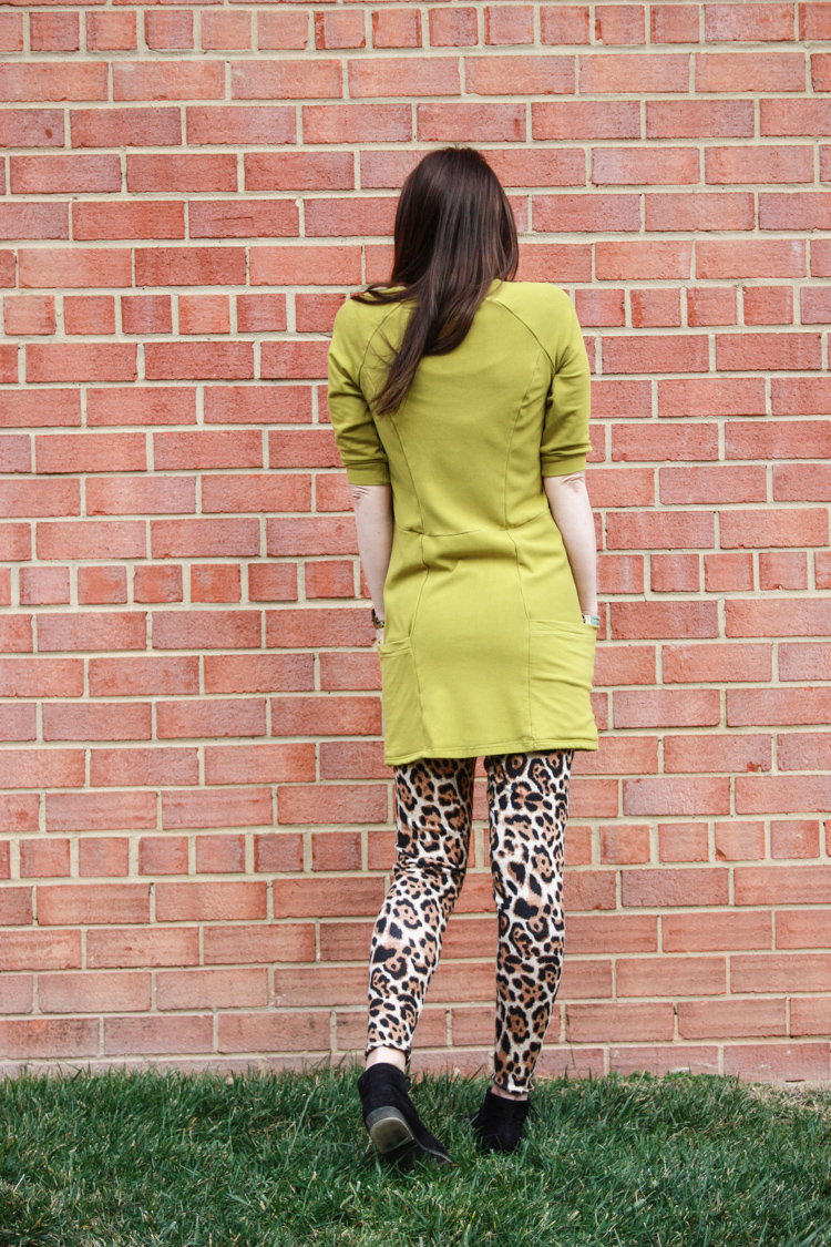 Stretch Yourself Series Review - One Little Minute Blog-Lola Tunic - Love the pockets!
