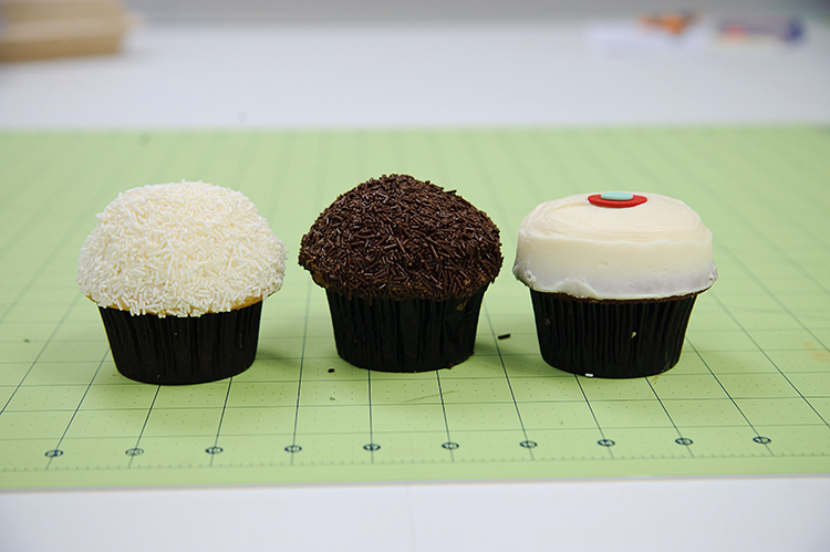 One Little Minute Blog-Sew a Bow DC-Cupcakes