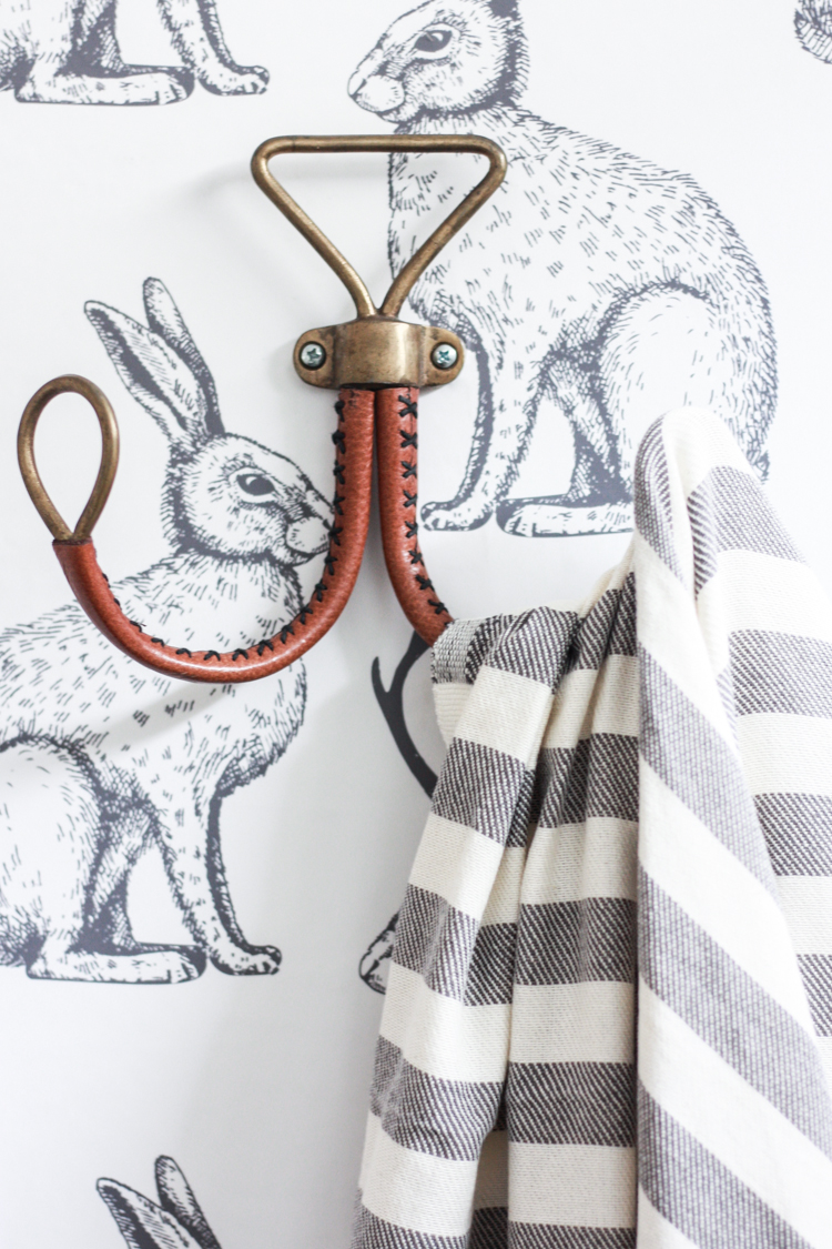 foto de Jackalope Wallpaper Bathroom + DIY Smooth Textured Walls