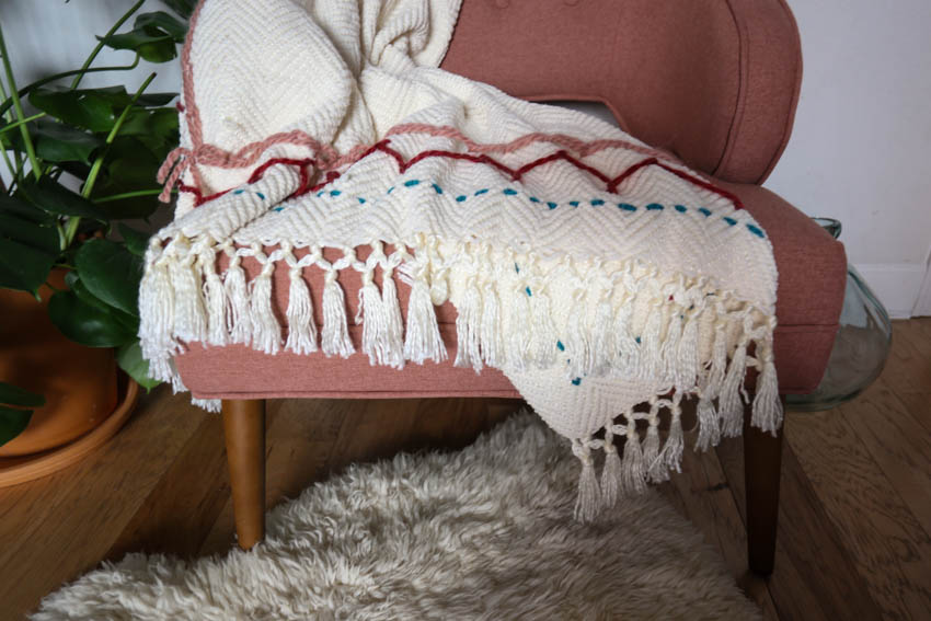 yarn-embroidery-throw-blanket-6