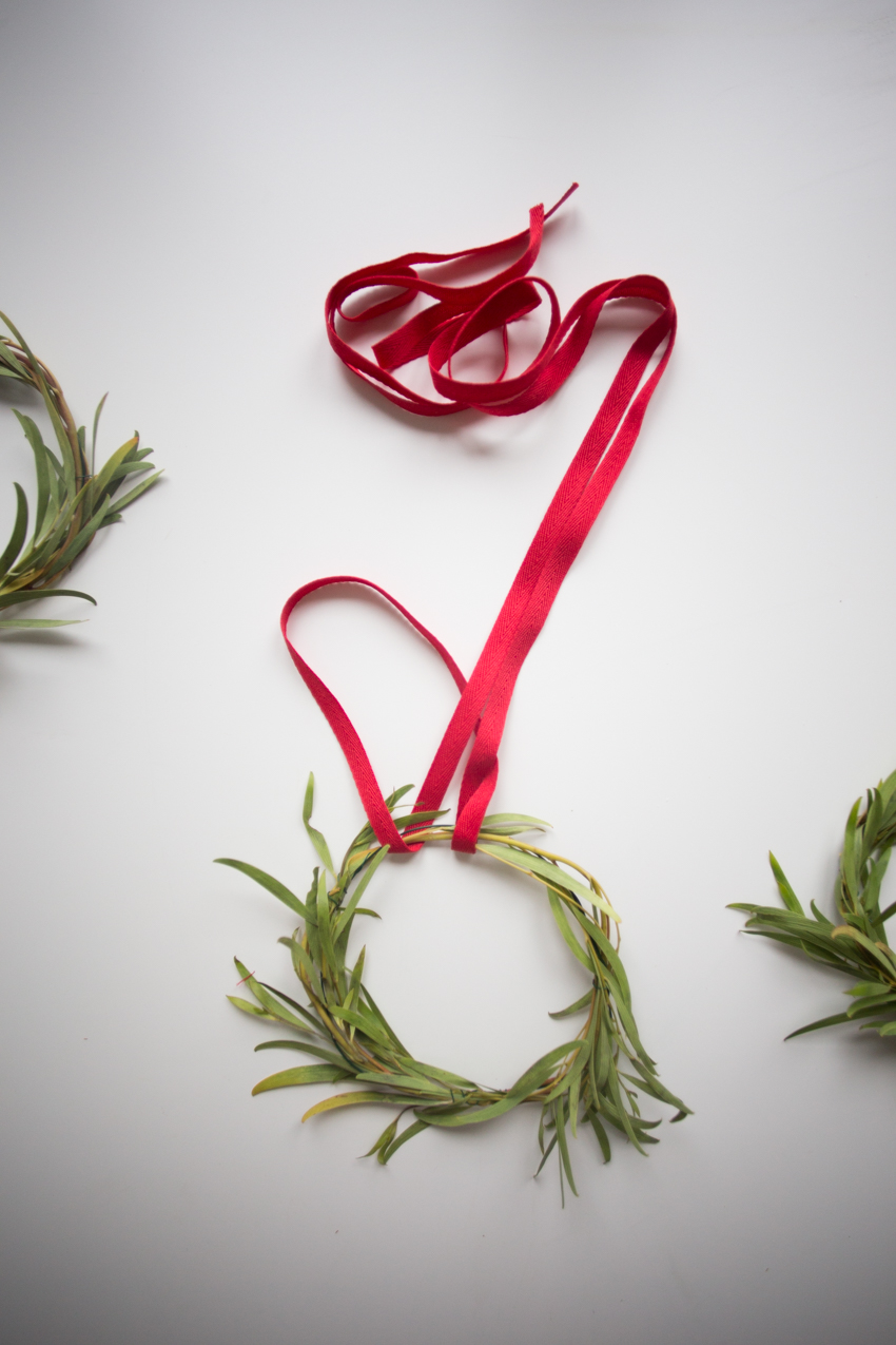 diy-christmas-mini-wreaths-1