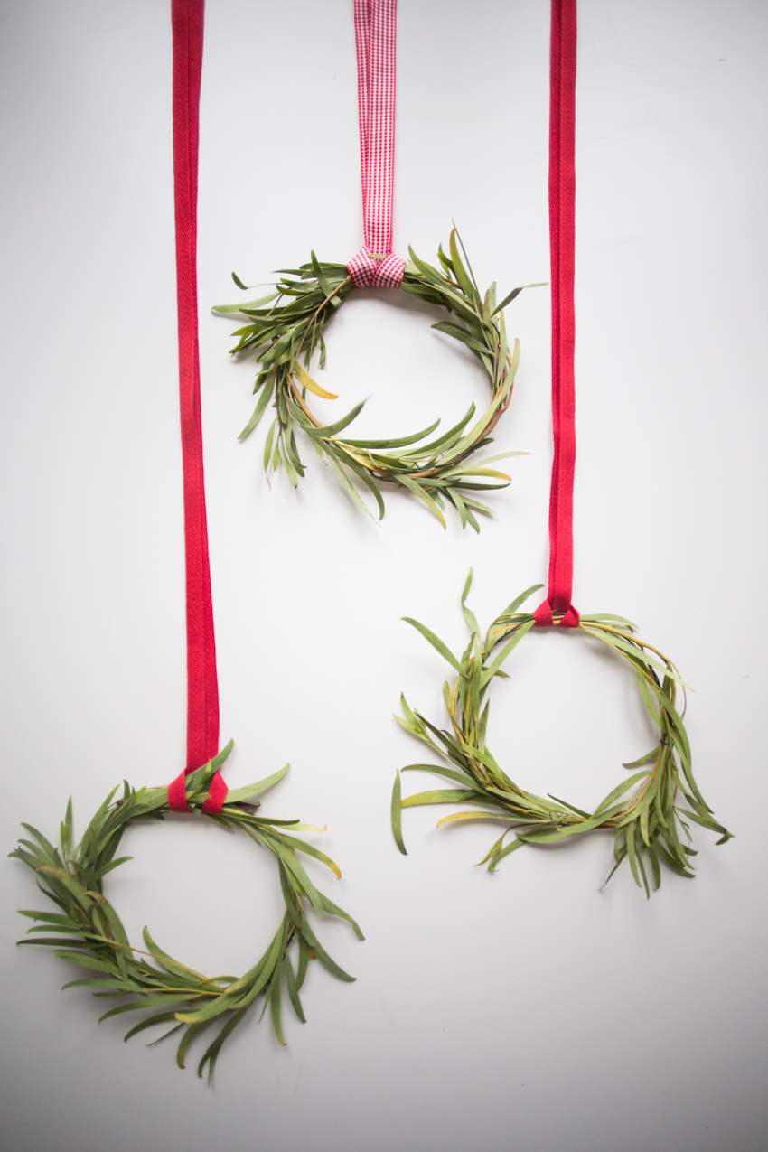 diy-christmas-mini-wreaths-2