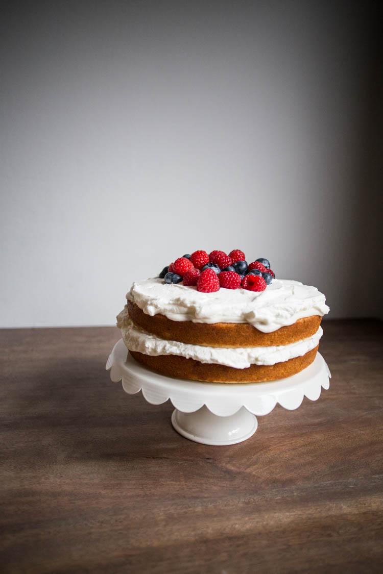 bakeamericacakeagain-naked-cake-with-berries-1