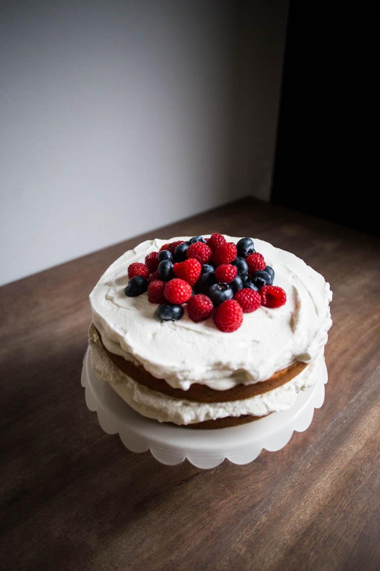 bakeamericacakeagain-naked-cake-with-berries-5